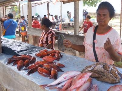 Penjual ikan di Pasar Bosnik, Biak (foto: NMN)